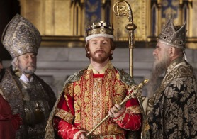 Iglesia y Estado - Rey Esteban en la película Los Pilares de la Tierra