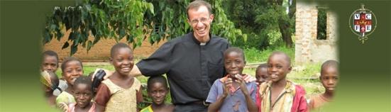 sacerdote-niños