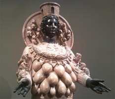 Artemisa, diosa madre de múltiples pechos