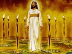 Jesús entre candelabros