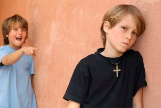 Burla a niño cristiano