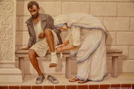 Teresa de Calcuta curando a un pobre.jpg